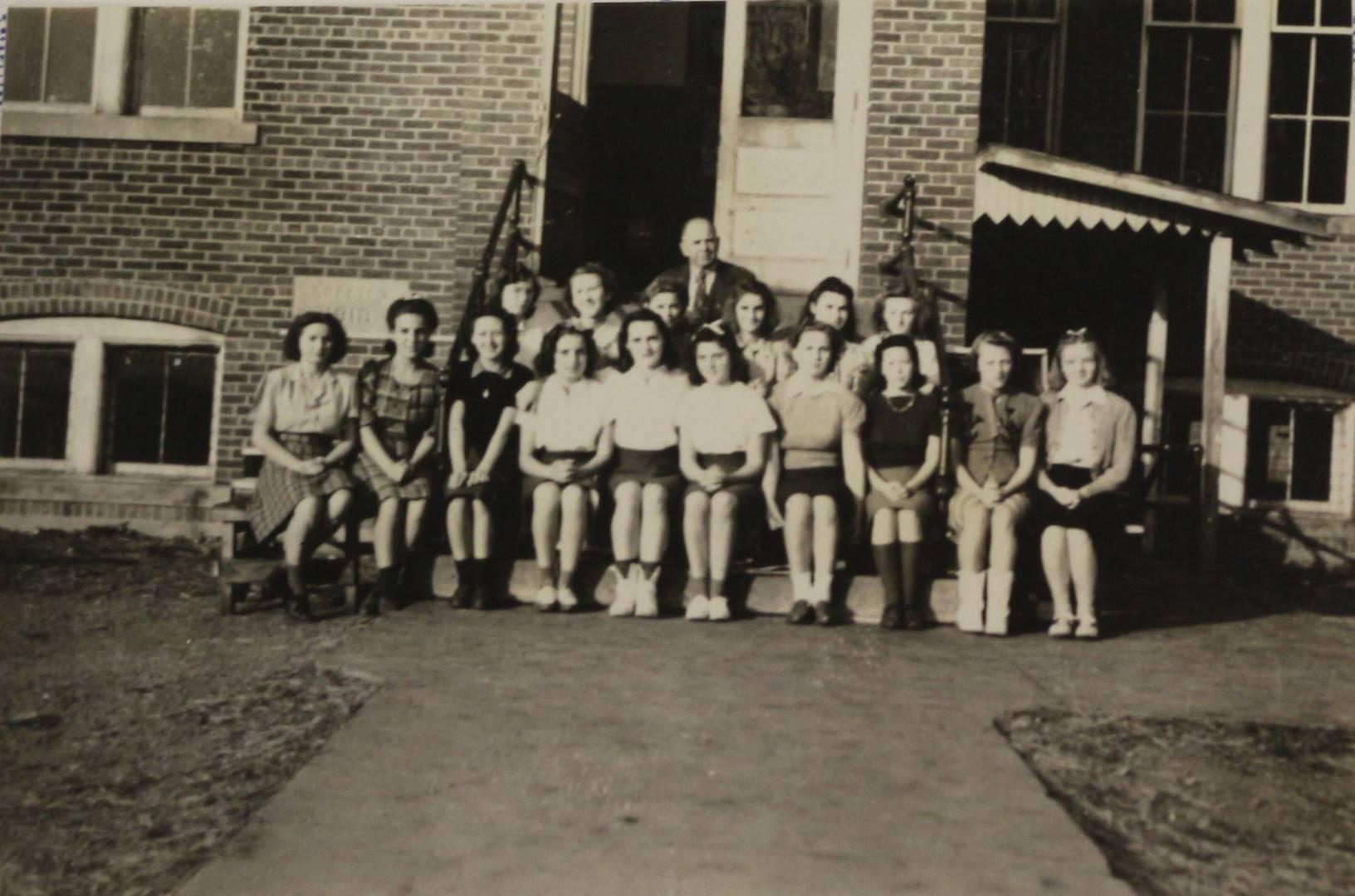 1942 Girls Track