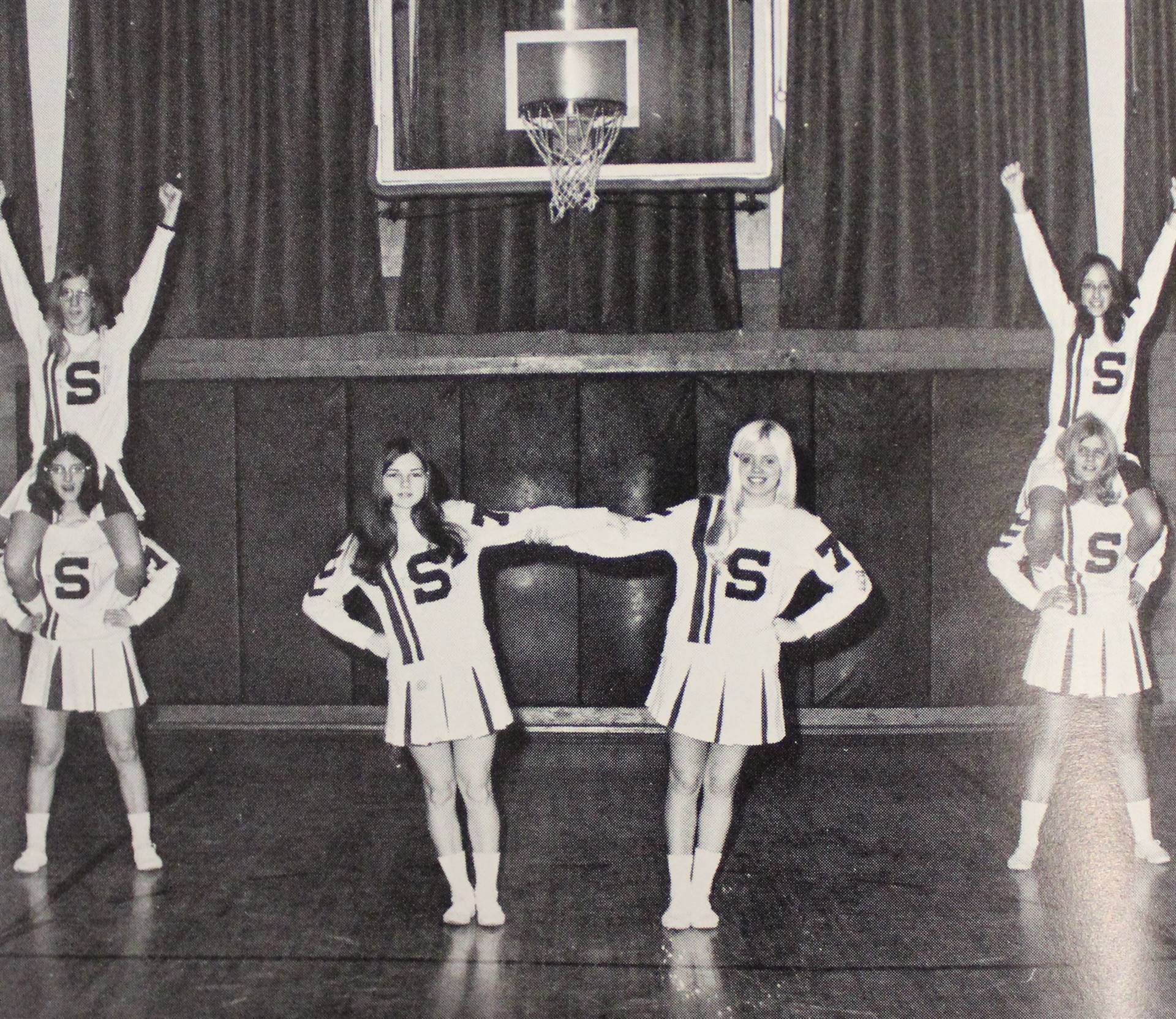 1972 cheerleaders