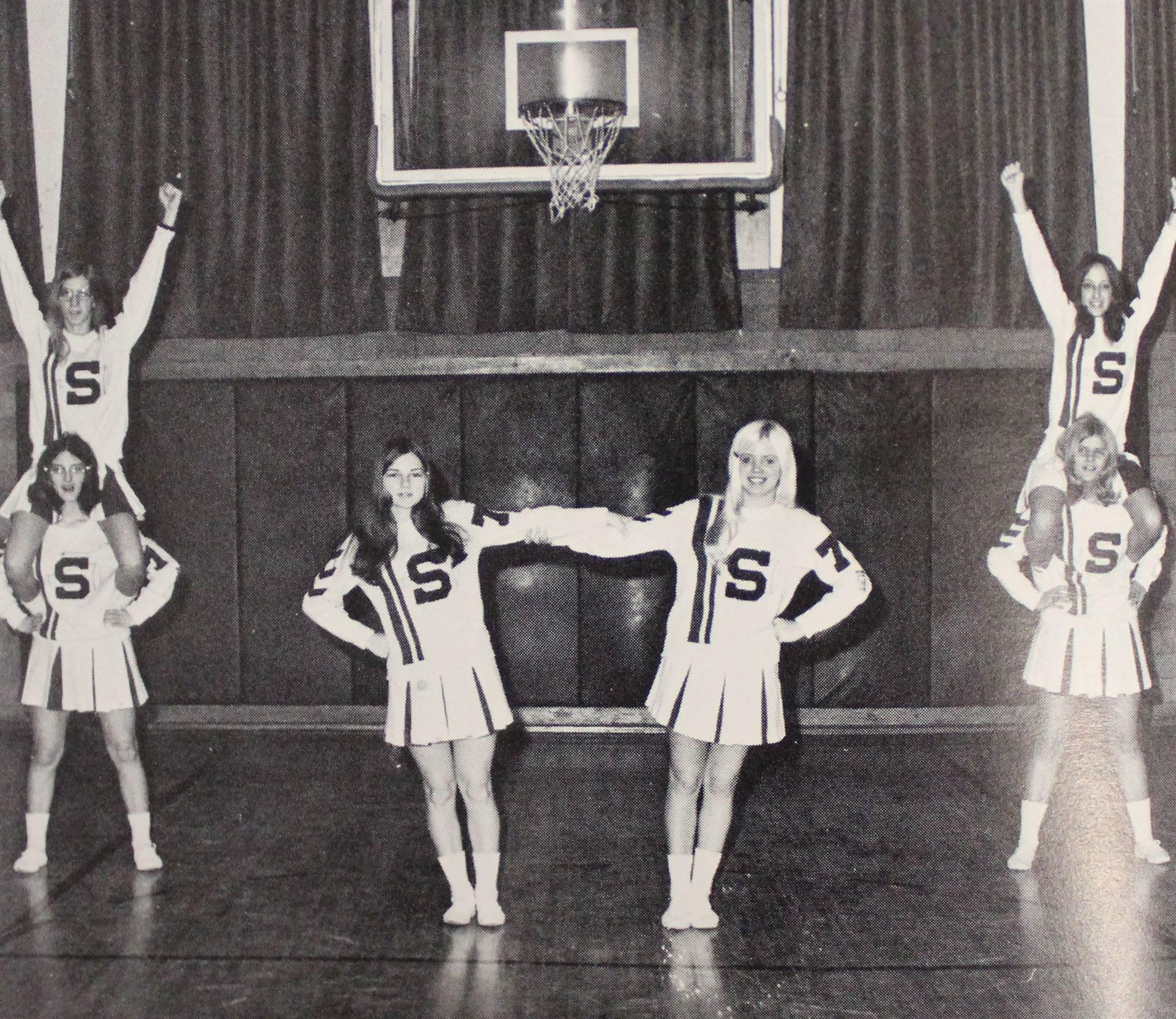 1972 cheerleaders